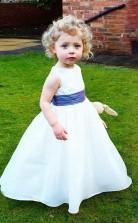 Baby Mädchen Rundhals weiß Satin Blumenmädchen Kleid GBCH001