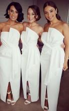 Schicke Weiße Hülle Brautjungfernkleider Trägerlose Schlitz Lange Hochzeitskleider BED05072