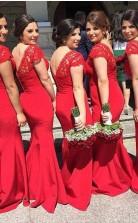 Sexy Rote Spitze V-ausschnitt Meerjungfrau Brautjungfernkleider Sweep Zug Ballkleider Mit Knöpfen BEO80272