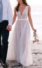 Einfach Eine Linie V-ausschnitt Fließende Spitze Sommer Strand Brautkleid GBWD084