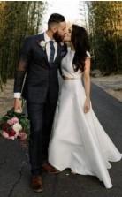 Einfaches Lässiges Zweiteiliges Hochzeitskleid Aus Satin Mit Kurzen Ärmeln Im Freien GBWD110