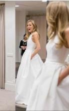 Einfaches Weißes Corss Rücken Bescheidenes Schlichtes Brautkleid Mit Taschen GBWD196