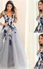 A-linie Tüll V-ausschnitt Lange Ärmel Bodenlang Mit Applikation Kleid JTCv5863