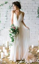 Schlichtes Tiefes V-ausschnitt Sweep-schleppe Elfenbein Brautkleid Mit Trägern Twa0102