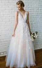 Spitze Applique Elfenbein Brautkleid Mit V-ausschnitt Strand Brautkleid Twa2922