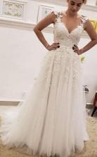 A Line V-ausschnitt Elfenbein Spitze Feenlanges Hochzeitskleid Mit Applikationen Twa3822