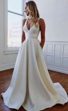 Schlichtes Elfenbeinfarbenes Satin Brautkleid Mit V-ausschnitt Und Schleife Twa3912