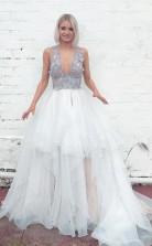 Langes Brautkleid Mit Tiefem Ausschnitt Und V-rücken Im Lagen-stil Mit Farbigen Applikationen Twa4172