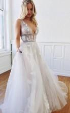 A Line Tiefes Rückenfreies Weißes Brautkleid Mit V-ausschnitt Und Applikationen Twa4462