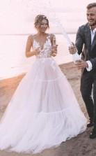 Geschichteter Tüllrock Spitze V-ausschnitt Outdoor Hochzeitskleid Brautkleid Twa4692
