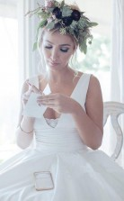 A Line V-ausschnitt Plissierter Bund Einfaches Satin Hochzeitsbrautkleid Twa4822
