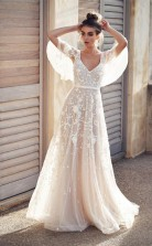 Elfenbeinfarbenes Brautkleid Mit V-ausschnitt Und Spitzenapplikationen Twa5462