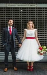 Klassische Vollere Figur Tupfen Tüll 50er Jahre Stil Tee Länge Brautkleid GBWD175